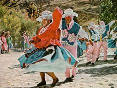 """National Geographic, february 1966 : """"Flamboyant is the world for Bolivia"""", article and photographs by Loren McIntyre."""