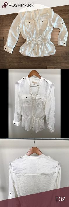 """Michael Kors Top Michael Kors blouse in off white/light cream. I removed the tags for comfort so I am not sure what the material is but it's a silky/crinkly texture. Can be dressed up or down!  16""""w at shoulders x 29""""long Michael Kors Tops Blouses"""