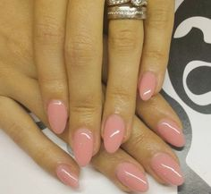 Neutral pink round acrylic nails