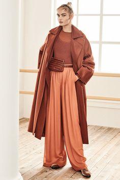 Max Mara Pre-Fall 2019 Fashion Show Collection Max Mara Pre-Fall 2019 – Vogue 2020 Fashion Trends, Fashion 2020, Fashion Week, Look Fashion, Autumn Fashion, Fashion Design, Vogue Fashion, Spring Fashion, Fall Fashion Colors