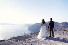 Santorini Wedding Photographer Eva Rendl  #santoriniwedding #santoriniweddingphotographer #greekislandwedding #weddingphotographersantorini #honeymoonphotographersantorini #engagementphotographersantorini