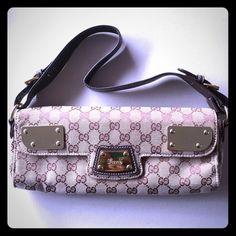 Vintage handbag. In good condition. Vintage handbag. In good condition. 8 inches long, 4 inches in height, 1 inch in width. Adjustable strap, origins unknown & clean inside. Vintage Bags Shoulder Bags