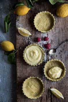 Crostatine alla Crème brûlée con pistacchi e lamponi