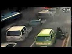 Explosión de un autobús! http://www.youtube.com/watch?v=4EbrZrf0ZAA