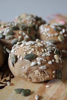 Rogge spelt broodjes - Handmade by Helen ! Brunch Recipes, Bread Recipes, Baking Recipes, Breakfast Recipes, Sweet Bakery, Piece Of Bread, Breakfast Bake, Bread Rolls, No Bake Cookies