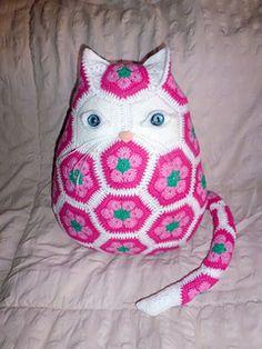 """Ravelry: """"Lotse"""" the cat pattern by Elfie Ceelen. EUR for pattern Crochet Cushions, Crochet Motif, Crochet Yarn, Crochet Toys, Crochet Patterns, Crochet African Flowers, Crochet Flowers, Crochet Decoration, Cat Pattern"""