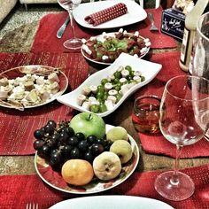 Almost ready for our Christmas dinner, my favorite part of the night so this is kind of a #Foodiepost... i hope you all have a wonderful night💫🎆 ________________________ Casi todo listo para nuestra cena de navidad, mi parte favorita de la noche, asi que esto es cuenta como un #Foodiepost, espero tengan una noche maravillosa 💫🎆 #Negriliciousworld❤