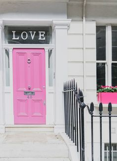 Prettiest Places to visit in London - Notting Hill and Chelsea LOVE door