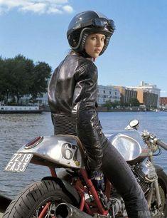 「いや、それバイク乗る気ないでしょ」という女子ではなく、今にも走り出しそうな素敵バイク女子をご紹介。(おまけ:身長152cmの女性が中型二輪免許取得に奮闘する動画!) - LAWRENCE(ロレンス) - Motorcycle x Cars + α = Your Life.