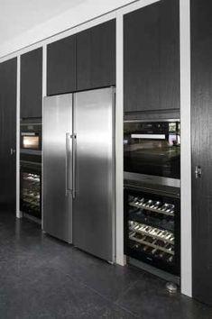 Wine fridge next to regular fridge. Kitchen Dinning, Home Decor Kitchen, Kitchen And Bath, Kitchen Interior, New Kitchen, Interior Modern, Country Kitchen, Best Kitchen Designs, Modern Kitchen Design