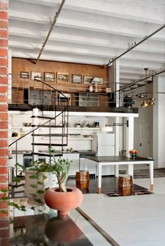C O M: Industrial loft with high, beamed ceilings, sprinkler pipes, light-coloured kitchen fitted under an office loft accessed with a spiral staircase Home Interior Design, Interior Architecture, Interior And Exterior, Interior Designing, Design Interiors, Interior Decorating, Decorating Ideas, Design Industrial, Industrial Loft