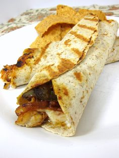 Last week we combined Mexican night and sandwich night together and had these chicken fajita wraps. I marinated some ch. I Love Food, Good Food, Yummy Food, Healthy Food, Healthy Eating, Calzone, Quesadillas, Burritos, Chicken Fajita Wraps