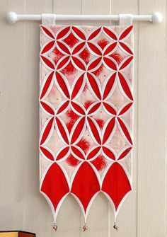 Red and white cathedral windows variation. Design by Shizuko KUROHA (Japan).
