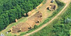 La golena del fiume Senio diventa una specie di anfiteatro naturale con dentro l'arena di paglia