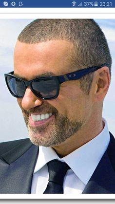 George Michael y su hermosa sonrisa