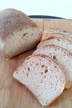 Receita de Pão de Forma Caseiro - Este pão fica com uma crosta fininha crocante e um miolo macio