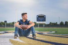 Football Senior Photos, Football Poses, Football Pictures, Softball Pics, Volleyball Pictures, Cheer Pictures, Summer Pictures, Football Players, Senior Boys