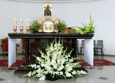 Church Wedding Flowers, Altar Flowers, Church Wedding Decorations, Funeral Flowers, Funeral Floral Arrangements, Tropical Floral Arrangements, Large Flower Arrangements, Kirchen, Iglesias