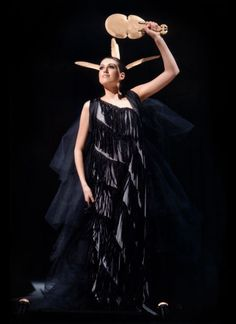 Hine-Nui Te Po, an entry in World of Wearable Arts by Olivia Giles, Chris Apisai, Cleo Thorpe-Ngata and Joan Atter. Fashion Wear, I Love Fashion, World Of Wearable Art, Warrior Fashion, Long White Cloud, Maori Art, Art Competitions, Blue Feather, Ethnic Fashion