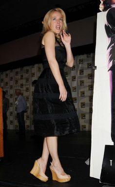 List of the sexiest barefoot, high heels, sandals, open-toed shoe and beach time Gillian Anderson feet pictures. Close-ups of Gillian Anderson's toes are included when available, as well as any pics of Gillian Anderson foot soles, for all my wonderful fellow foot lovers out there. According to wiki...