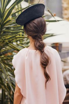 Bubble Ponytail - Today Perfect Guest shows us a guest look with retro airs that inspire us for this season. Pretty Hairstyles, Wedding Hairstyles, Coiffure Hair, Bubble Ponytail, Looks Chic, Crazy Hair, Hair Dos, Her Hair, Bridal Hair
