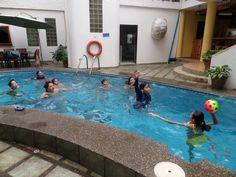 El Hotel donde se alojan los alumnos de los Colegios incluye piscina donde pueden disfrutar los chicos