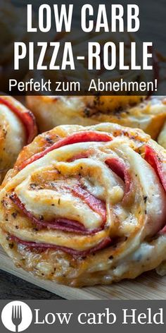 Super delicious recipe for a low carb pizza roll. Definitely try it out! Informations About Low Carb Pizzarolle [Perfekte Alternative]- Healthy Chicken Recipes, Meat Recipes, Low Carb Recipes, Crockpot Recipes, Keto Chicken, Pasta Recipes, Vegetarian Recipes, Cooking Recipes, Low Carb Pizza Rolle