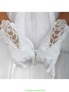 An intricately designed girls matte satin lace gloves. Features lovely designed lace and ornaments. Perfect for flower girls, communions, and first communions. Cheap Flower Girl Dresses, Girls Dresses, First Communion Gloves, Wedding Accessories For Bride, Holy Communion Dresses, Lace Gloves, White Gloves, Lingerie Fine, Wedding Gloves