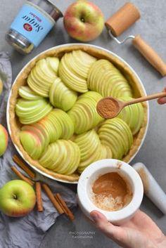 tarta z jabłkami, prosta tarta, tarta, tarta z jabłkami, ciasto z jabłkami, jabłka cienkie plasterki, jak zrobić tartę, tarta z galaretką, jabłka, cynamon, przepis, blog kulinarny, Baking Recipes, Cookie Recipes, Snack Recipes, Healthy Recipes, Desserts Menu, Delicious Desserts, Healthy Sweets, Healthy Baking, Eat Happy