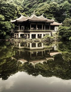 Travel Inspiration for Japan - Shinjyuku Gyoen, Tokyo, Japan. Shinjuku Gyoen National Garden (新宿御苑, Shinjuku Gyoen) is a large park with an eminent garden in Shinjuku and Shibuya, Tokyo, Japan. (More great photos on @Stephanie J Milne's Japan board!)