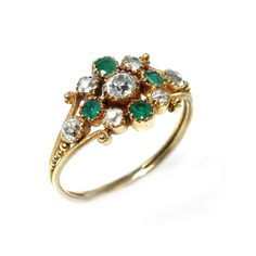 Trivette Georgian silver-topped emerald and diamond cluster ring with a crystal locket on the side, circa 1810.