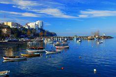 Akçakoca/Düzce///  Batı Karadeniz bölgesinde Düzce iline bağlı ilçedir. Akçakoca Karadeniz kıyı şeridinde 35 km uzunluğunda geniş ve güzel bir kumsala sahiptir. Akçakoca özellikle 1950'den sonra güzelliğiyle turistik bir yer haline gelmeye başlamıştır.