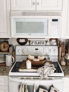 Farmhouse Kitchen Cabinets, Farmhouse Decor, Kitchen Appliances, My Dream Home, Dream Life, Kitchen Must Haves, Fall Things, Fall Diy, Vintage Country