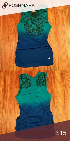 Athleta Workout Top This is so cute with the ruched sides! Very stretchy dark green and blue color. 60% nylon 32% polyester 8% spandex Athleta Tops Tank Tops