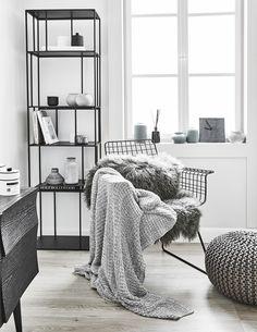 Die Trendfarbe Grau ist ein absoluter Alleskönner. Dank einer dezenten Farbgebung lässt sie sich in jede Einrichtung variabel integrieren. Die schwarzen Interior-Pieces wirken hier Dank den Wohntextilien in Grau wohnlich und sehr beruhigend. Mit Wohnaccessoires in Grau bringt Ihr passend zu Eurem individuellen EinrichtungsstilLeichtigkeit und Lebendigkeitsowie raffinierte Eleganz in Euer Zuhause!  // Wohnzimmer Grey Grau Schwarz Wire Stuhl Pouf Regal Kommode Fell Plaid Einrichten Ideen