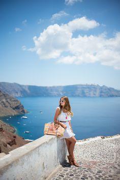 40 Comfy Travel Outfits Ideas for a Superb Trip Santorini Greece, Mykonos, Santorini Island, Greece Outfit, Greece Dress, Comfy Travel Outfit, Cruise Outfits, Travel Outfits, Gal Meets Glam