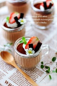 """Chocolate Mousse for Valentine's Day! """"I made this fluffy and soft mousse for my two sons for Valentine's Day. Recipe by ko-ko"""" Chocolates, Delicious Desserts, Dessert Recipes, Chocolate Mousse Recipe, Dessert In A Jar, Japanese Sweets, Japanese Recipes, Valentine Chocolate, Cute Food"""