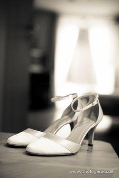 Hochzeit Brautschuhe Pumps weiß mit Riemchen und Satinband