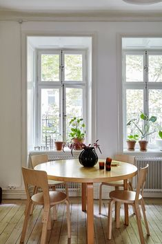 Scandinavian Home Interiors, Wooden Cupboard, Eclectic Furniture, Aesthetic Bedroom, Dining Table Chairs, Dining Room Design, Custom Wood, Beautiful Interiors, Decoration