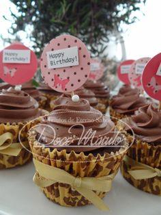 Cupcakes de Chocolate, recheado de Brigadeiro ao Leite e Topo Trufado - Aniversário