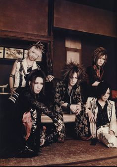 The GazettE ♥ I don't know about you guys, but this is one of my most favorite outfits of Ruki. And I want Aoi's lace sleeves!