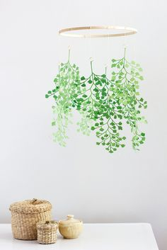 DIY paper maidenhair fern mobile - The House That Lars Built DIY Papier Mädchenhaarfarn Handy Plant Projects, Diy Projects To Try, Paper Chandelier, Paper Mobile, Papier Diy, Flower Mobile, Paper Plants, Deco Nature, Ideas Prácticas