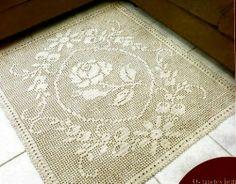Schemi per il filet: Tappeto con fiore centrale