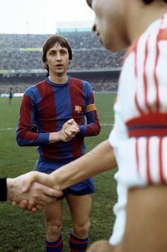 Johan Cruyff--- won the Ballon d'Or three times, in 1973 and which was a record jointly held with Michel Platini, Marco van Basten and Lionel Messi until Messi won his award in Pure Football, Retro Football, World Football, School Football, Vintage Football, Fc Barcelona, Barcelona Futbol Club, Football Drills, Best Football Players