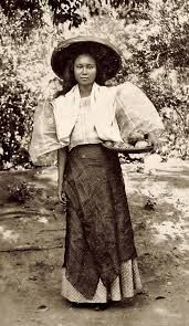 Timeless beauty: Twelve historic photos of charming Filipinas Philippines Fashion, Philippines Culture, Philippines Country, Manila Philippines, Philippine Women, Philippine Art, Philippine Mythology, Filipino Art, Filipino Culture