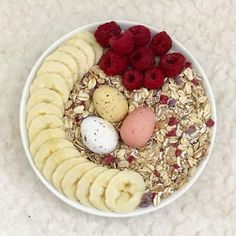 Today's brekkie is oatmeal topped with banana, raspberries, muesli and some 𝒸𝓊𝓉𝑒 𝑒𝒶𝓈𝓉𝑒𝓇 𝑒𝑔𝑔𝓈. 😍 Are you celebrating today? Muesli, Raspberries, Happy Easter, Acai Bowl, Easter Eggs, Oatmeal, Banana, Positivity, Friends