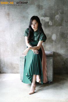 [배우 김지원] 홍보요정과 함께한 DAY☆ : 네이버 포스트 Kim Ji Won, Midi Skirt, Skirts, Idol, Artist, Fashion, Moda, Midi Skirts, Skirt