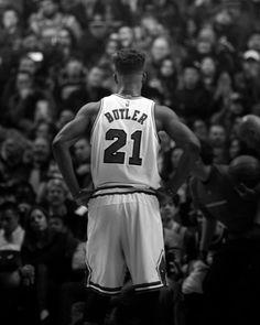 """Et si, et si les Chicago Bulls avaient """"trouvé"""" leur nouveau Michael Jordan en la personne de Jimmy Buttler...      #NBA #Bulls #JimmyButler"""