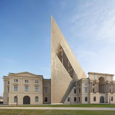 Architecture extension for the reopened Museum of Military History in Dresden, Germany by architecture Daniel Libeskind. Photography by british photographers Hufton + Crow. Daniel Libeskind, Classical Architecture, Contemporary Architecture, Public Architecture, Chinese Architecture, Futuristic Architecture, History Museum, Art History, Design History