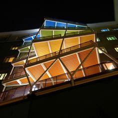 Le terrazze di notte del Collegio Universitario Einaudi, Sezione San Paolo. Ogni piano si caratterizza per un proprio colore...